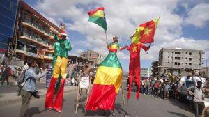 t160k Circus Debre Berhan street scene 1